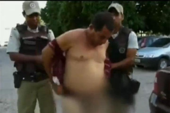 Ex-policial surta ao ser preso com drogas e rasga a própria roupa